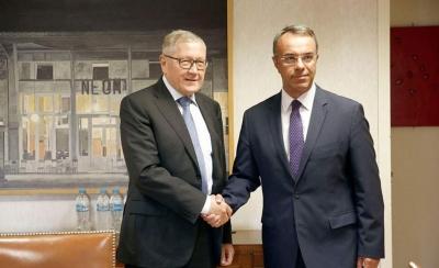Μήνυμα για συνέχιση των μεταρρυθμίσεων έστειλε ο Regling στον Σταϊκούρα - Βιώσιμο παραμένει το ελληνικό χρέος
