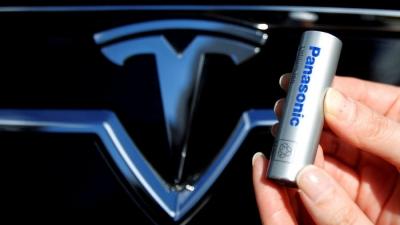 H Panasonic «ξεφόρτωσε» μετοχές της Tesla αξίας 3,6 δισ. δολ.