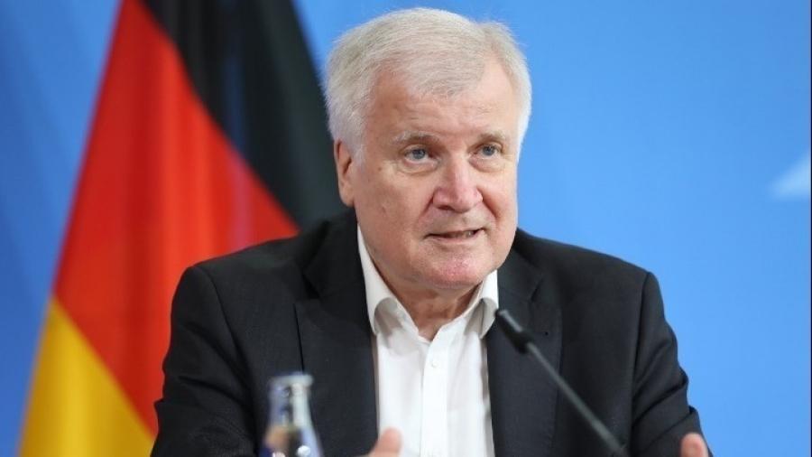 Seehofer (ΥΠΕΣ Γερμανίας): Χρειαζόμαστε έναν νόμο για την επιβολή αυστηρότερων μέτρων, λόγω πανδημίας