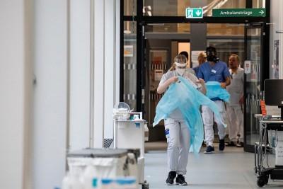Σουηδία: Έκκληση των υγειονομικών για ενίσχυση των υποδομών καθώς γέμισαν οι ΜΕΘ