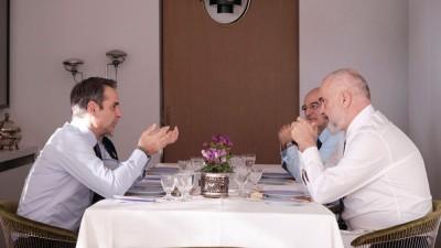Μητσοτάκης - Rama: Σταθερή βελτίωση των διμερών σχέσεων Ελλάδας - Αλβανίας