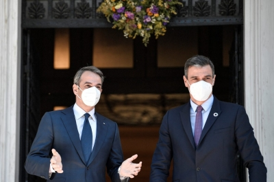 Politico: Μητσοτάκης και Sánchez επιθυμούν μόνιμο μηχανισμό κοινού δανεισμού – Κορυφαίο επίτευγμα το Ταμείο Ανάκαμψης