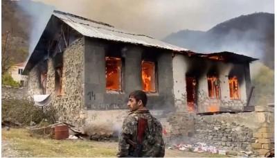 Nagorno Karabakh: Οι Αρμένιοι αποχωρούν καίγοντας τα σπίτια τους μετά το τέλος του πολέμου