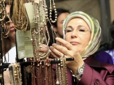 Τουρκία: Χαμός με το πανάκριβο ρολόι της Emine Erdogan – H ιστορία με τη χρυσή βρύση και την τσάντα