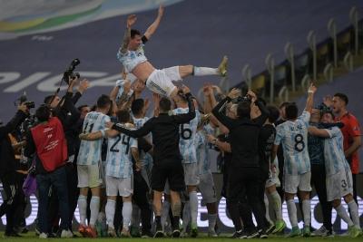 Copa America: MVP και πρώτος σκόρερ ο Μέσι! (videos)