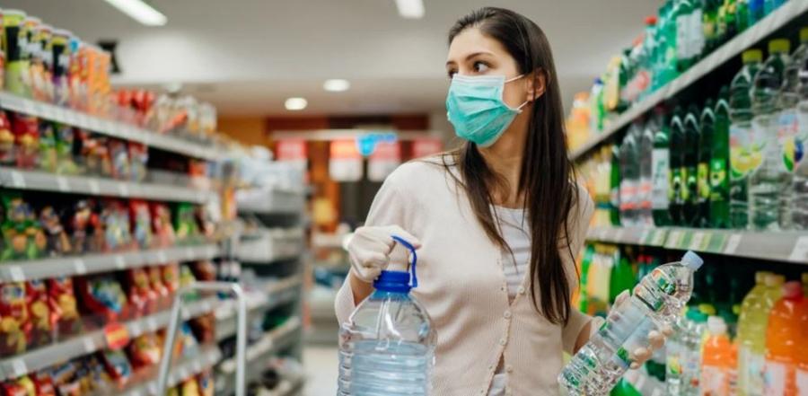 ΙΕΛΚΑ: Ο κορωνοϊός δημιούργησε νέες συνήθειες στους καταναλωτές - Ένας στους δύο με μάσκα και το 2022