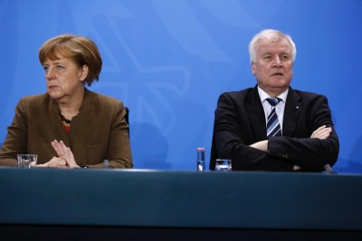 Πώς επηρεάζει το αποτέλεσμα της Βαυαρίας τη γερμανική κυβέρνηση - Παράταση στη Merkel δίνουν οι εκλογές στην Έσση (28/10)