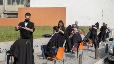 Θεσσαλονίκη: Κομμωτές της πόλης κούρεψαν άστεγους για το Πάσχα