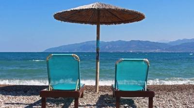 Μεταλλάξεις και αναμονές στα σύνορα «ναρκοθετούν» τον ελληνικό τουρισμό