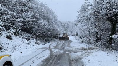 Κακοκαιρία «Λέανδρος»: Αποκαθίσταται η ηλεκτροδότηση στην Αν. Μακεδονία - Στο έλεος του χιονιά και η Αττική - Κλειστοί δρόμοι
