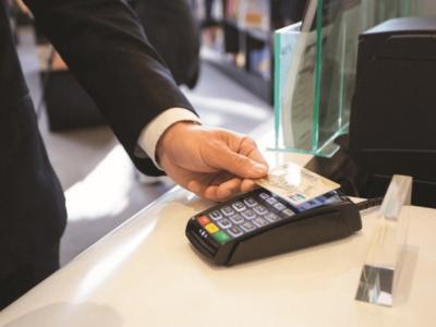 ΤτΕ: Αύξηση ρεκόρ στην έκδοση χρεωστικών καρτών το 2019 - Αγορές αποκλειστικά με κάρτα
