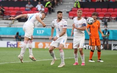 Ολλανδία – Τσεχία 0-1: Κεφαλιά στην κεφαλιά και γκολ για τους Τσέχους! (video)