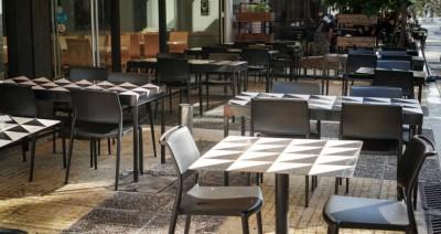 Σφοδρή αντίδραση της Εστίασης στο κλείσιμο των εστιατορίων: Μέτρα – «ασπιρίνες» από την κυβέρνηση που στοχοποιεί τον κλάδο