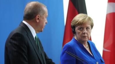 Η απομάκρυνση όσων έχουν ανάγκη να φύγουν από το Αφγανιστάν, ύψιστη προτεραιότητα για Merkel - Erdogan