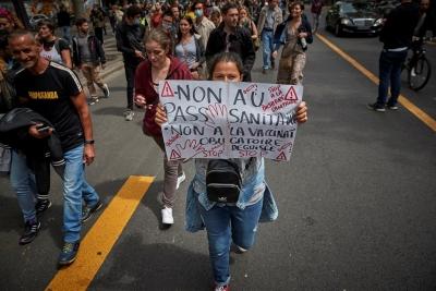 Γαλλία: Έντονες διαμαρτυρίες κατά του πιστοποιητικού Covid-19