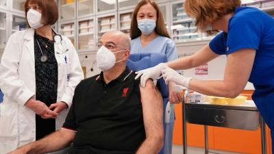 Εμβολιάστηκε για τον κορωνοϊό ο υπουργός Εξωτερικών Ν. Δένδιας