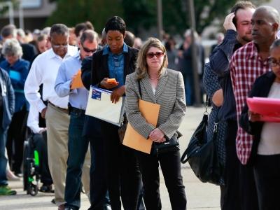 ΗΠΑ: Μειωμένες κατά 14.000 οι αιτήσεις για επιδόματα ανεργίας στο τέλος Ιουλίου, στις 385.000