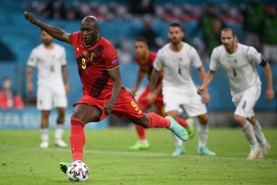 Βέλγιο – Ιταλία 1-2: Μειώνει με πέναλτι ο Λουκάκου (video)