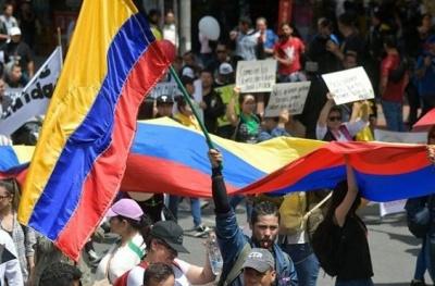 Κολομβία: Τρεις νεκροί αστυνομικοί από έκρηξη βόμβας - Διαδηλωτές παρέλυσαν την πρωτεύουσα Μπογκοτά