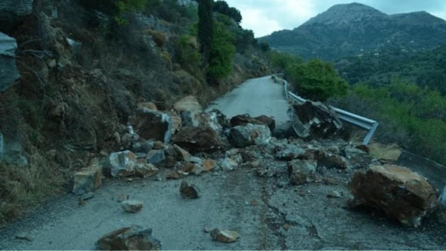 Καταστροφές και στην Ικαρία από τον σεισμό: Κόπηκε στα δύο δρόμος από τις κατολισθήσεις