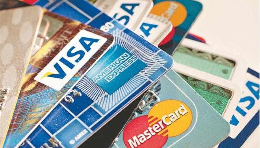 Αποκάλυψη: Οι τράπεζες τινάζουν στον αέρα τους κατόχους πιστωτικών καρτών με μεταχρονολογημένες άτοκες δόσεις