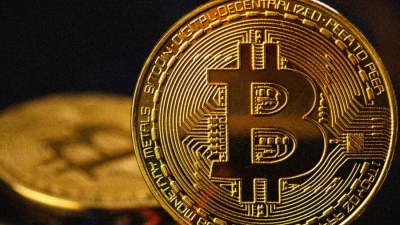 Σε χαμηλά 2 εβδομάδων το bitcoin, με πτώση 6% στα 44.451 δολ.
