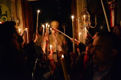 Στην Αθήνα το Άγιο Φως - Αποδόθηκαν τιμές αρχηγού κράτους