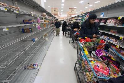 Βρετανία: Άδειασαν τα σούπερ μάρκετ από τρόφιμα – Φαινόμενα «κατανάλωσης πανικού»