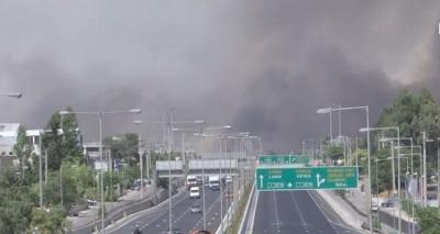 Πυρκαγιά Βαρυμπόμπη:  Κλειστή και πάλι η εθνική οδός Αθηνών - Λαμίας με αναφορές για εγκλωβισμένους