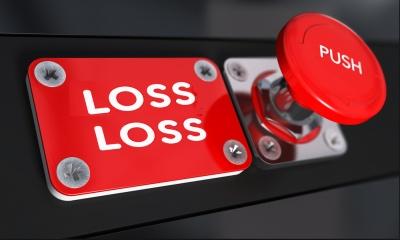 Οι απώλειες των τραπεζών στη 10ετία αγγίζουν το 100% - Οι προσαρμοσμένες τιμές δείχνουν το μέγεθος της καταστροφής