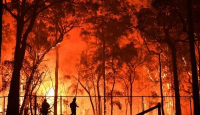 Αυστραλία: Έφεδροι του στρατού και τρίτο πολεμικό πλοίο ρίχνονται στη μάχη με τις φλόγες