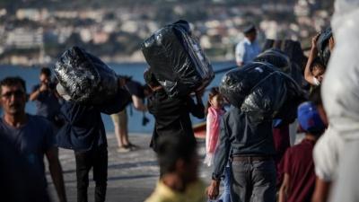 Στον Πειραιά 367 μετανάστες και πρόσφυγες από τη Μυτιλήνη – Αναμένονται άλλοι 20 από την Κω