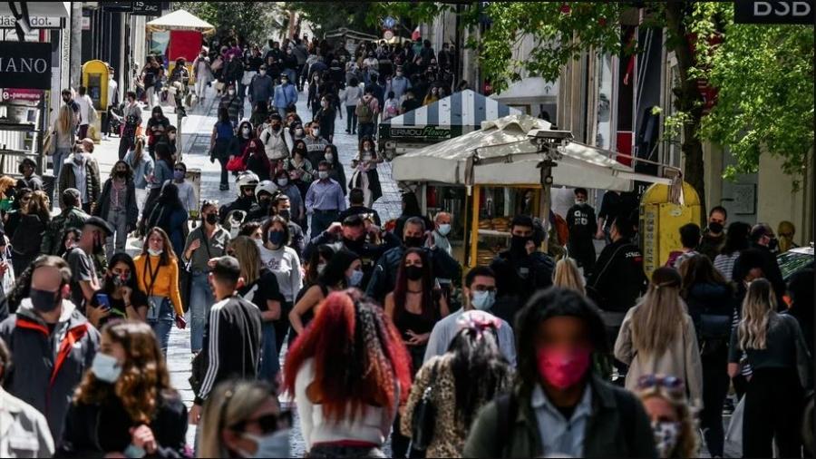 «Λαοθάλασσα» στην Ερμού την πρώτη Κυριακή της «ελευθερίας» με τα καταστήματα ανοιχτά