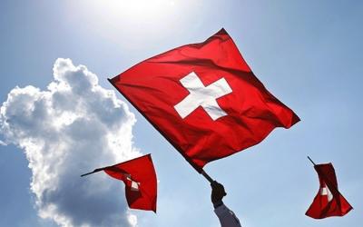 Κορωνοϊός: Oι Ελβετοί υποδέχονται το «άνοιγμα» γυμναστηρίων, εστιατορίων και κινηματογράφων