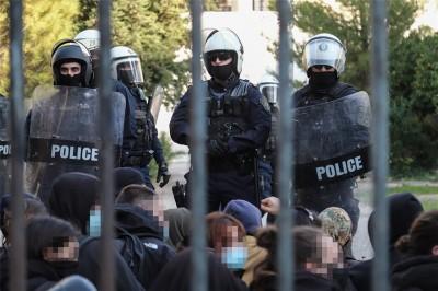 Έφοδος των ΜΑΤ στο Πολυτεχνείο και Πανεπιστημιούπολη - Προσαγωγές και συλλήψεις - Χρυσοχοΐδης: Δεν είναι ώρα για παραστάσεις με μικροκομματικά οφέλη