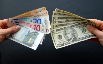 Στην αντεπίθεση η ΕΕ - Στόχος να ενισχυθεί ο διεθνής ρόλος του ευρώ έναντι του δολαρίου