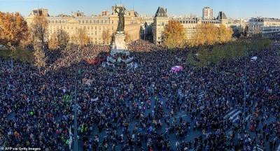Γαλλία: 200.000 διαδηλωτές στους δρόμους κατά της αστυνομικής βίας