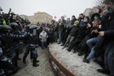 Ρωσία: Πάνω από 1000 άτομα συνέλαβε η αστυνομία στις διαδηλώσεις υπερ του Navalny