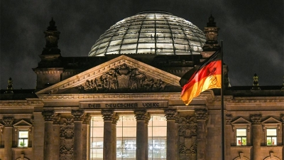 FT: Κατακερματισμός της μεταπολεμικής πολιτικής τάξης στην εποχή της Merkel - Κλειδί οι Πράσινοι