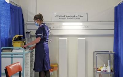 Βρετανία: Πλησιάζουν τα 40 εκατ. οι εμβολιασμένοι κατά του Covid – 19