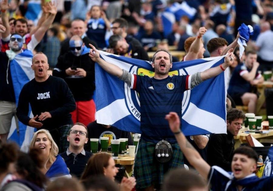 Στους δρόμους οι Σκωτσέζοι μετά την αποτυχία της Αγγλίας να κατακτήσει το EURO!