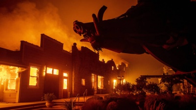 Σε κατάσταση έκτακτης ανάγκης η Καλιφόρνια - Εκτός ελέγχου οι φωτιές
