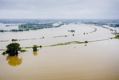 Σε υψηλή επιφυλακή οι αρχές της Ολλανδίας, καθώς τα πλημμυρισμένα ποτάμια απειλούν κατοικημένες περιοχές