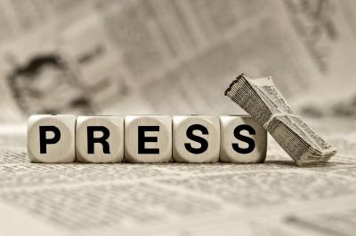 Κόντρα για τα ΜΜΕ: Φίμωση και πογκρόμ καταγγέλλει ο ΣΥΡΙΖΑ, τι απαντά ο Πέτσας