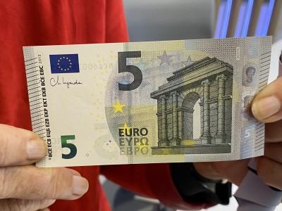 Τα νέα χαρτονομίσματα των 5 ευρώ, με υπογραφή της Christine Lagarde