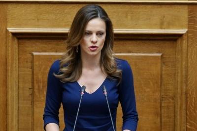 Αχτσιόγλου (ΣΥΡΙΖΑ): Κοινωνικά επικίνδυνη η οικονομική πολιτική της κυβέρνησης