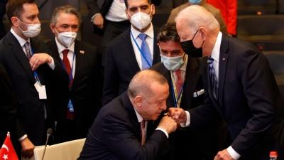 Η φωτογραφία με το… «χειροφίλημα» Erdogan στη Σύνοδο του ΝΑΤΟ
