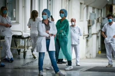 Ανεμβολίαστοι υγειονομικοί: Ανυποχώρητη η κυβέρνηση με σύμμαχο το ΣτΕ - Σε αναστολή από 1η Σεπτεμβρίου