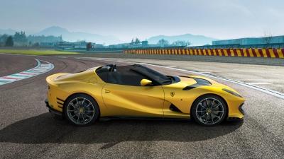 Ferrari 812 Competizione: Με τον ισχυρότερο V12 και σε Aperta