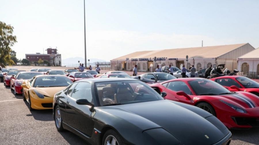 Στους δρόμους του Πειραιά δεκάδες Ferrari